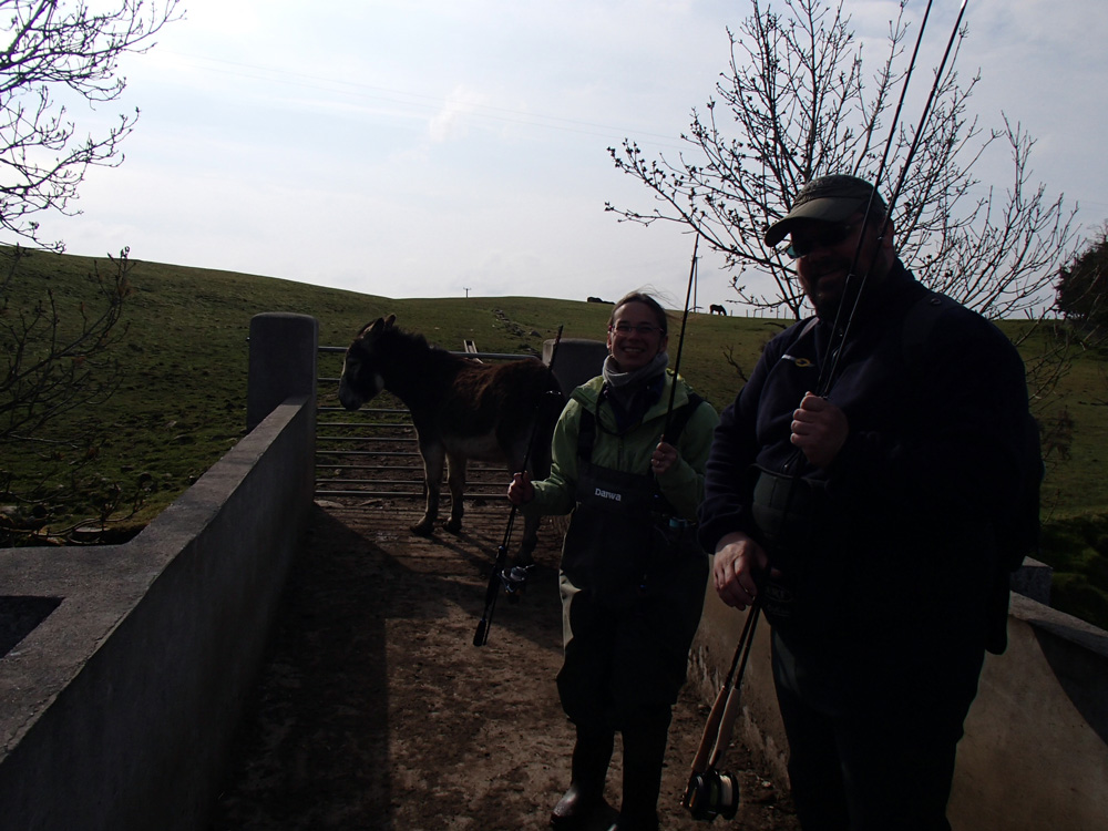 Gaëlle et Didier, avec un âne qui bloque le passage!