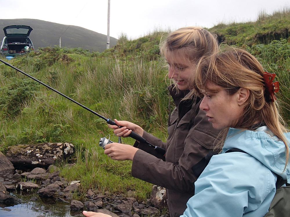 Elise et Jocelyne qui pêchent à la cuiller...