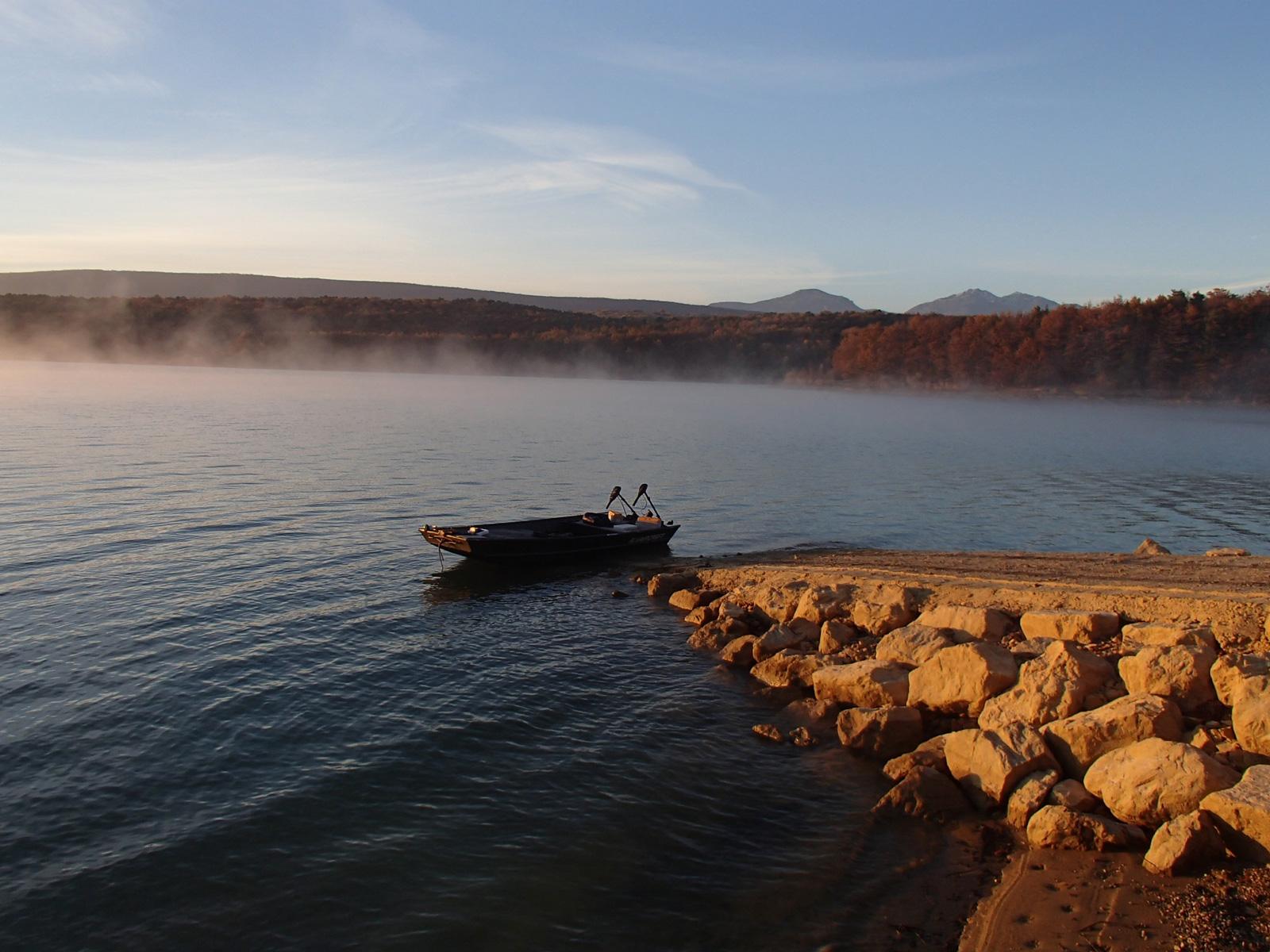 """Embarcadère """"pêche"""" du lac de Montbel"""